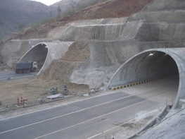 TWIN TUBES 3 LANE TUNNELS   FIRST TIME IN INDIA CONSTRUCTED UNDER LIVE RAILWAY LINE (BANGALORE END - SOUTH  )